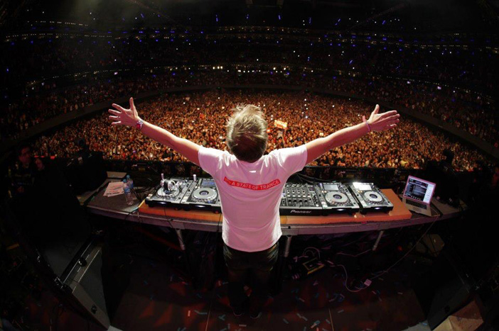 Armin Van Buuren – Love Never Came ft Richard Bedford